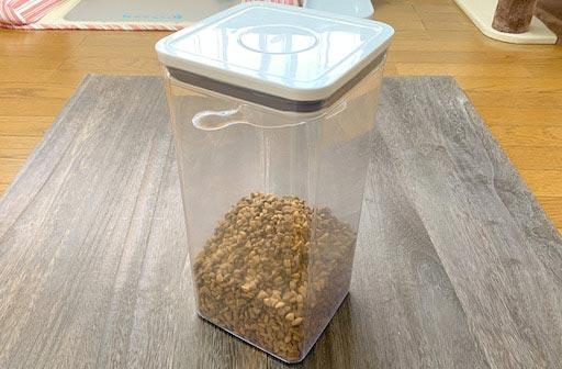 キャットフードの酸化を防ぐ密閉容器
